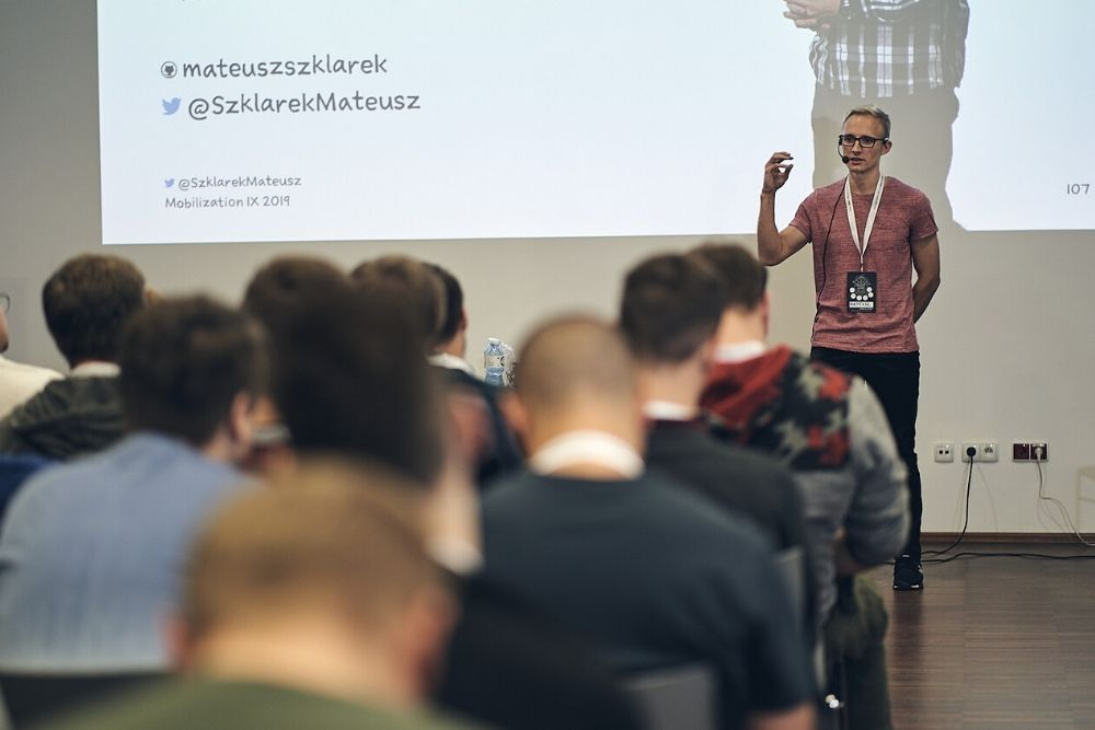 Mateusz Szklarek on using MVVM pattern in mobile app development during Mobilization IX 2019